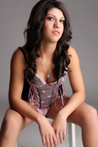 Desi – Zierliches Teen Girl gibt Männern Glücksmomente