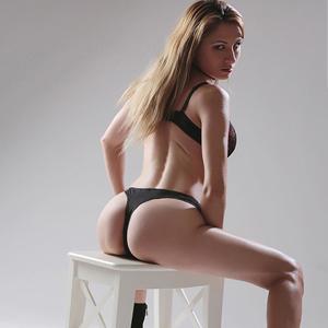 Elena Elite Escort Nutte in Berlin mit tollen langen Beinen bestellen
