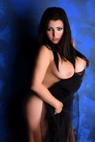 Ivona – Molliges Callgirl mit großen Möpsen bietet Sex & Begleitservice