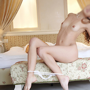 Kleo Elegante Escort Dame in Berlin Sex mehrmals