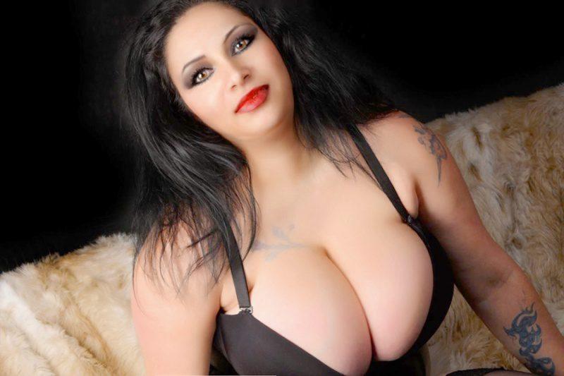 huge boobs escort naken på nett