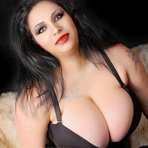 Escort Mandy riesen Busen Ladie in Berlin Bizarren AV Sex Service
